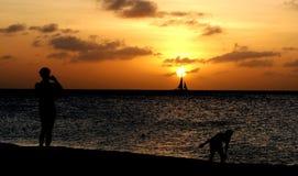 Aruba-Sonnenuntergang-gesetzter Sturm auf dem Ozean in den Karibischen Meeren Stockfotos