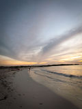 Aruba-Strand-Sonnenuntergang mit herrlichem Himmel Lizenzfreie Stockfotografie