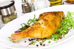 arugula πόδι κοτόπουλου που ψήνεται μεγάλο Στοκ Εικόνα