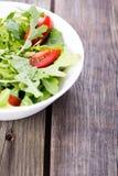 Arugula σαλάτας και ντομάτα κερασιών Στοκ εικόνα με δικαίωμα ελεύθερης χρήσης