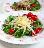 Arugula mit Tomaten Lizenzfreie Stockfotografie
