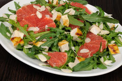 Arugula salad with chicken, grapefruit and almonds Royalty Free Stock Photos