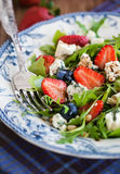 Arugula, strawberry, blueberry and blue cheese salad Stock Photography