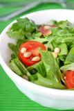 Arugula- und Spinatsalat Stockfoto