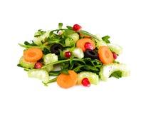 Arugula, zanahoria, aceituna y apio aislados en el fondo blanco imágenes de archivo libres de regalías