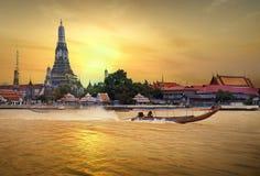 Arun de Wat dans le coucher du soleil Images libres de droits