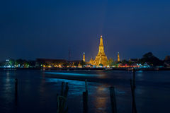 Arun na noite, Banguecoque de Wat Imagens de Stock