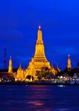Arun Tempel in Bangkok zur twilight Zeit Lizenzfreies Stockfoto