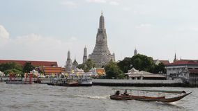 Arun Wat от Рекы Chao Praya видеоматериал