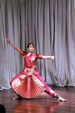 Aruna Kharod, die bharatanatyam klassischen Tanz in Blanton-Kunstmuseum durchführt stockfotos