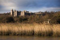 arundel城堡包围苏克塞斯的英国草甸查看了西部 库存图片
