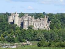 arundel城堡包围苏克塞斯的英国草甸查看了西部 库存照片
