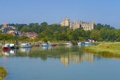 Arundel slott & flod Arun, västra Sussex, England UK royaltyfri foto