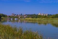 Arundel slott & flod Arun, västra Sussex, England UK arkivfoton