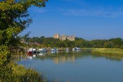 Arundel slott & flod Arun, västra Sussex, England UK royaltyfria foton