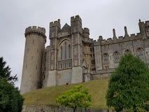 arundel slottengland ängar som omger sussex, visade västra arkivbilder