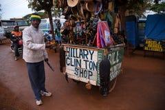 ARUSHA, TANZANIYA - CIRCA 2015: TIENDA DE REGALOS Fotos de archivo libres de regalías