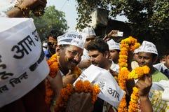 Arvind Kejriwal che è garlanded Fotografia Stock Libera da Diritti