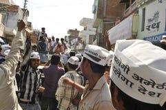 Arvind Kejriwal, der für Dr. kämpft Kumar Vishwas Lizenzfreie Stockbilder