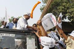 Arvind Kejriwal, der garlanded ist Stockfotografie