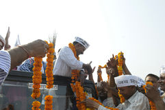 Arvind Kejriwal som är garlandeds Royaltyfria Foton