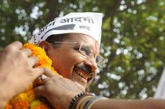 Arvind Kejriwal tijdens een verkiezingsverzameling in India Stock Foto's