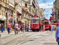 Arvspårvagn på den Istiklal avenyn, Istanbul Arkivbild
