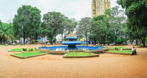 Ary Coelho fyrkant med den blåa springbrunnen på mitten royaltyfri bild