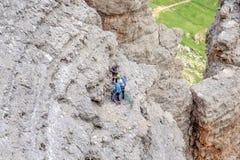 Arywiści unosi się Sass Pordoi halnego masyw, dolomitów Alps, Włochy obraz stock