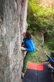Arywista bouldering outdoors Fotografia Royalty Free