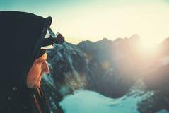 Arywista dosięga szczyt halny szczyt Sukces, wolność a Fotografia Stock