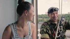 Arywista i kobieta na wzroscie zdjęcie wideo