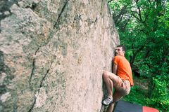 Arywista wspina się bouldering Obrazy Stock