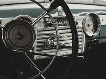 ARZAMAS, RUSSIA, il 3 luglio 2016: Vecchia retro automobile sulla mostra Fotografia Stock