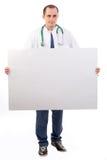 Arzt, der eine große Fahne anhält Lizenzfreie Stockbilder