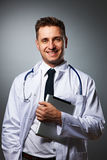 Arzt mit Tabletten-PC-Porträt Lizenzfreie Stockbilder