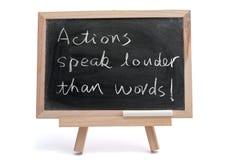 As ações falam mais ruidosamente do que palavras imagens de stock