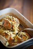 As almôndegas cozinhadas tangled a carne com cenouras foto de stock royalty free
