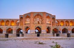 As ameias arqueadas da ponte de Khaju, Isfahan, Irã Imagens de Stock