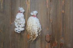 As amostras de carneiros ondulados naturais tosam a fibra montada a bordo Imagem de Stock