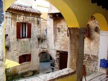As arcadas de Rovinj imagens de stock