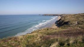 As areias de Perran encalham a opinião norte de Perranporth Cornualha a Penhale video estoque