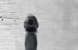 As armas de fogo atiram em um fundo e em uma textura foto de stock