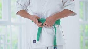 As artes marciais dominam no treinamento da luta no gym vídeos de arquivo