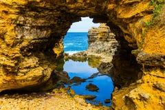 As baías, as rochas e os arcos imagens de stock