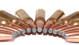 As balas do rifle embalaram em uma meia lua Fotografia de Stock
