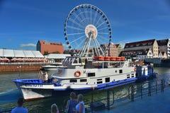 As balsas grandes rodam e um navio em Gdansk Fotos de Stock Royalty Free
