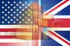 As bandeiras americanas e BRITÂNICAS impostas sobre os recipientes que representam o comércio entre os dois países imagem de stock royalty free