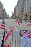 As bandeiras americanas no memorial estabelecem-se na rua de Boylston em Boston, EUA, Imagens de Stock Royalty Free