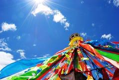 As bandeiras da oração em Sichuan ocidental Imagem de Stock Royalty Free
